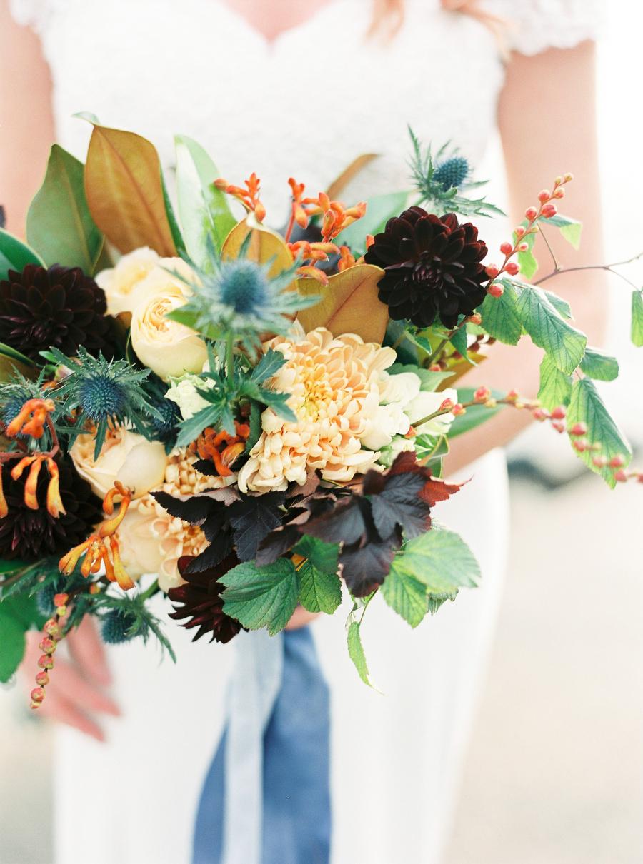 brudbukett av bröllopsflorist Linnéa Bergqvist The Wild Rose